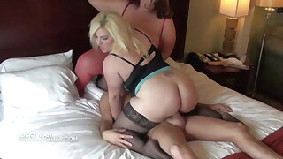 Lucky guy gets upon fuck two comely busty BBWs