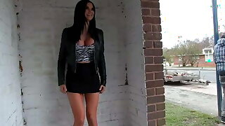 Ultra sexy Jasmine Jae pissing in public