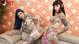Tattooed babes Amber Luke & Tiger Lilly mime toys