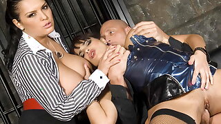 Big titted Valerie Summer together with Jasmine Nefarious shot at a threesome